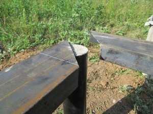 Пример варианта обвязки винтовых сваи и соединения швеллера