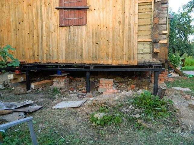 Ремонт фундамента дома винтовыми сваями