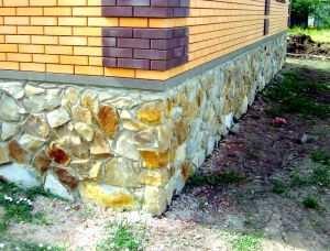 Бутобетонный ленточный фундамент под дом