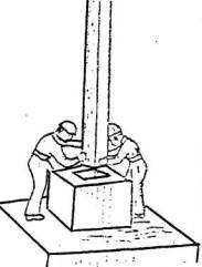 Установка колонны в стакан фундамента.