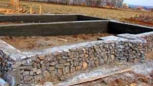 Фундамент под теплицу из камня