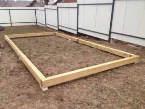 Деревянный фундамент под теплицу из поликарбоната является самым простым и дешевым вариантом