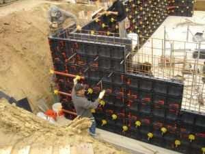 Конструкция пластиковой опалубки состоящая из щитов размером 1210х605 мм