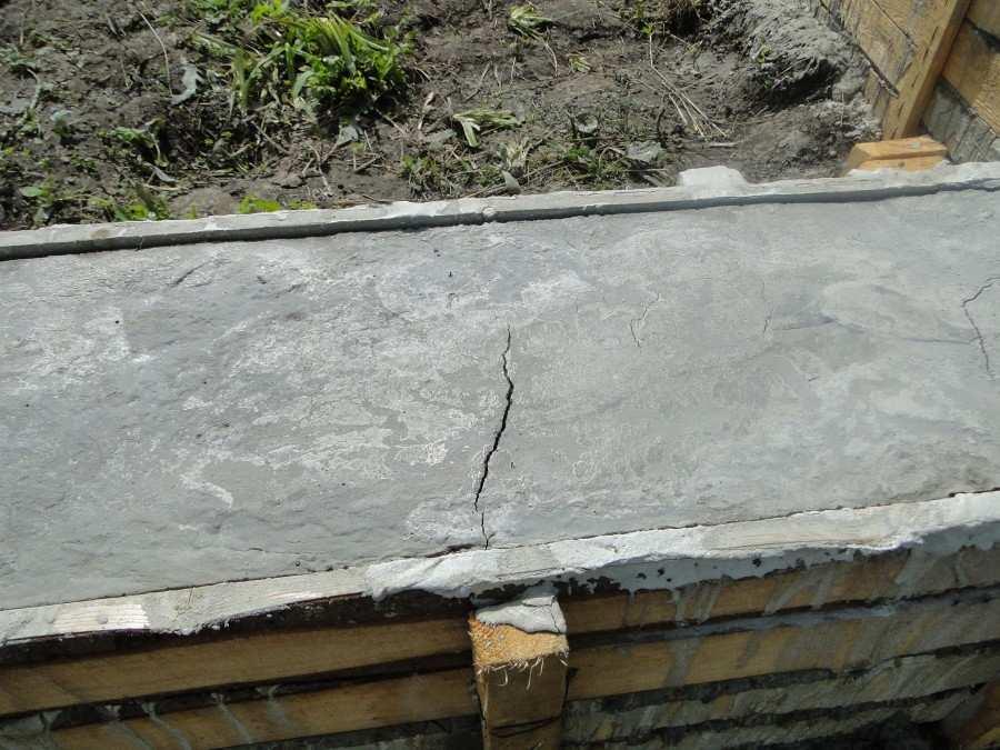 После заливки фундамента появились трещины