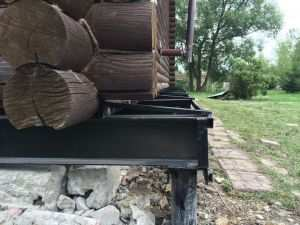Замена нижних венцов при ремонте фундамента деревянного дома