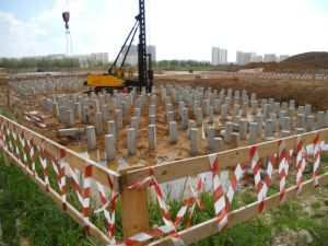 Обустройство фундамента из забивных железобетонных свай под многоэтажное здание