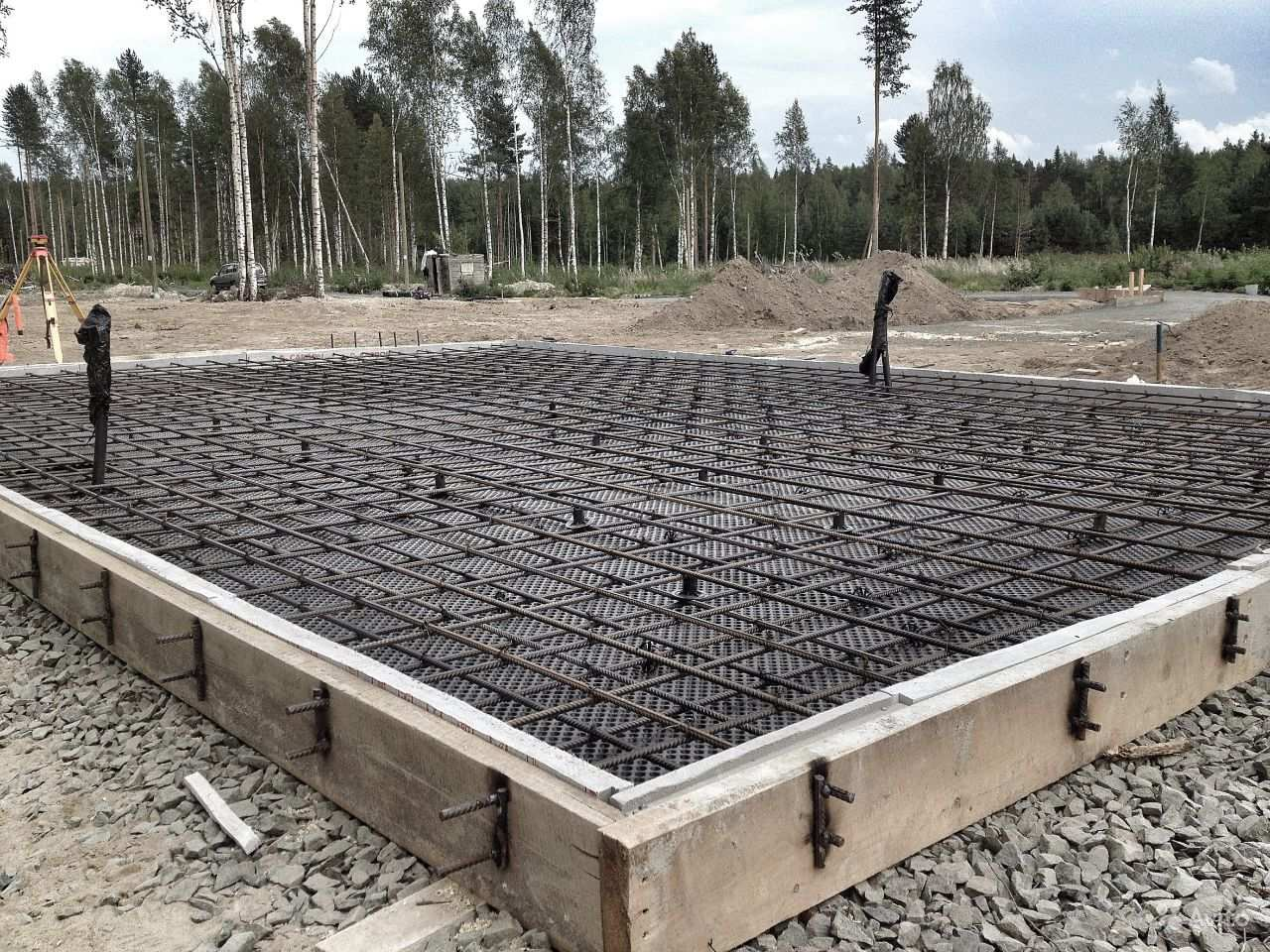 Монолитная плита фундамента толщина для дома из газобетона