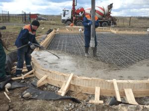 Процесс непрерывного бетонирования монолитного основания