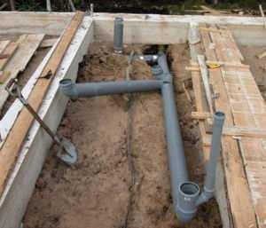 Прокладка труб для водопроводных сетей бани