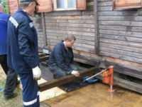 Как заменить фундамент деревянного дома: поднять, переделать, залить