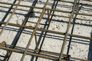 Обустройство арматурного каркаса плитного фундамента