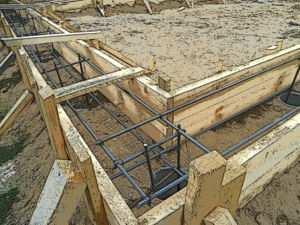 Опалубка для ленточного основания здания