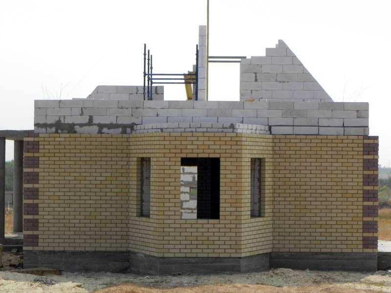 Фундамент: плита, расчет толщины бетона для дома из газобетона