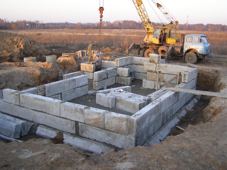 Фундамент из фбс: плюсы и минусы, размеры, устройство, расчет блоков