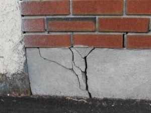 Замерзание проникшей в толщу бетона воды может вызвать разрыв конструкции