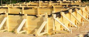 Деревянная конструкция для ленточных оснований зданий