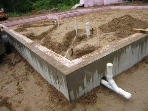 Отверстие в основании для прокладки труб канализации