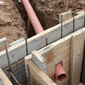 Заранее подготовленные отверстия для прокладки труб канализации (фото)