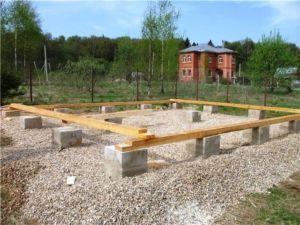 stolbchatyj-fundament-dlya-karkasnogo-doma2