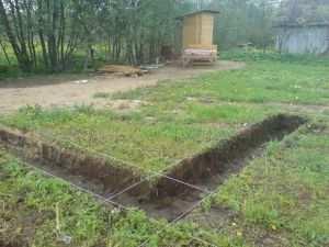 Подготовка поверхности участка для рытья траншеи под фундамент