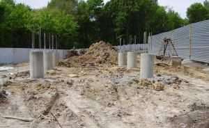 Буронабивные сваи выдерживают большой вес каркасной конструкции