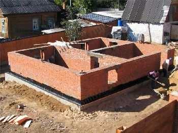 Строительство кирпичного дома на ленточном фундаменте