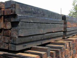 Под строительство фундамента своими руками могут использоваться деревянные шпалы
