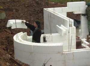 Монтаж сложной формы фундамента с помощью пенопластовой опалубки