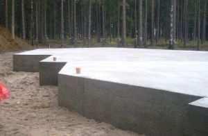 Монолитный фундамент, это фундамент, в основе которого лежит плита