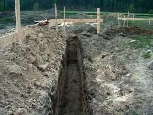 Земляные работы на месте строительства фундамента