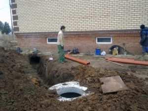Прокладка канализационных труб в земле