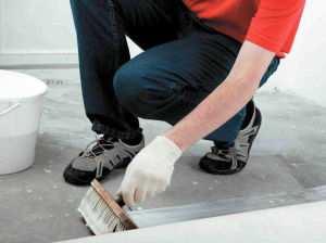 Нанесения пропиточной смеси на бетон