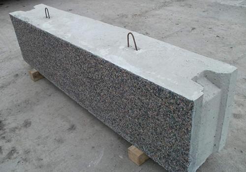 Устанавливаемые с помощью спецтехники блоки для фундамента