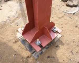 Изображение металлической колонны на обустроенном фундаменте