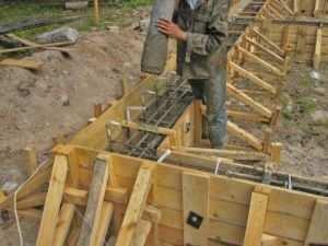 Процесс заливки бетоном
