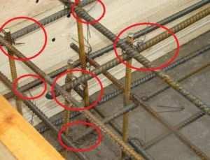 Указание мест вязки арматурных прутьев каркаса фундамента