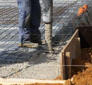 Заливка бетонной смесью цельного основания