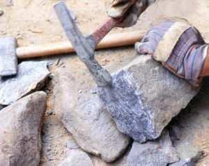 Проверка камня на прочность для обустройства ленточного основания