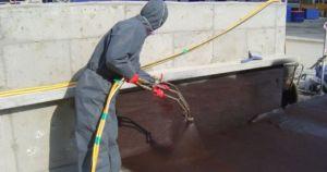 Нанесение проникающей гидроизоляции на бетонное основание здания